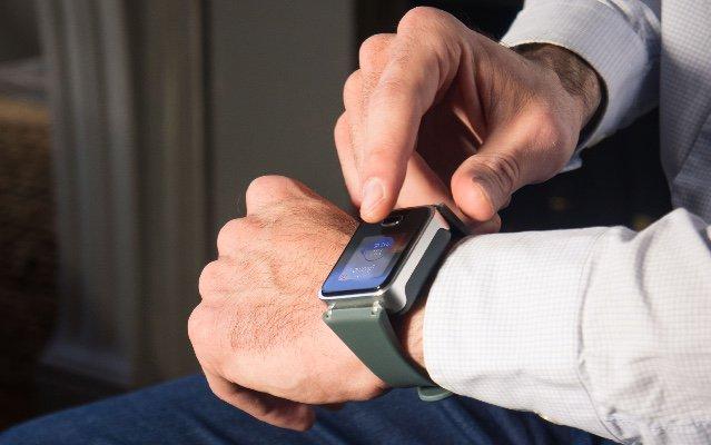 ساعة قياس السكر بدون وخز